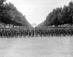 wiki - 755px-American_troops_march_down_the_Champs_Elysees