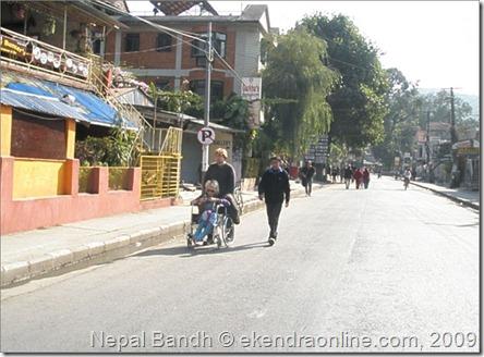 banda-lakeside-ani-tourists