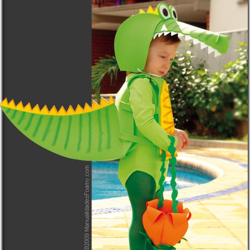 Disfraz casero de cocodrilo hecho de foami