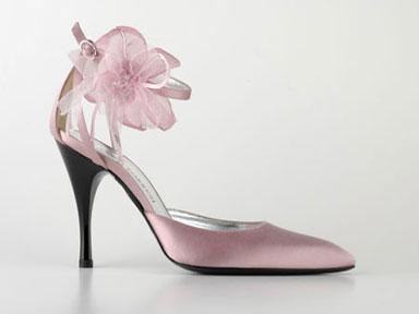 8043b36242da Matrimonio e Matrimoni  La sposa LOVE indossa scarpe ELEGANTI e COMODE