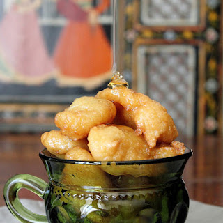 TURKISH DONUTS IN HONEY SYRUP