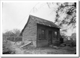 Photograph_of_1936_of_a_Cabin_Behind_the_Amoureaux_House_in_Ste_Genevieve_MO