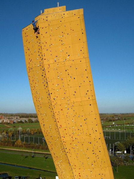 worlds_tallest_climbing_wall_11