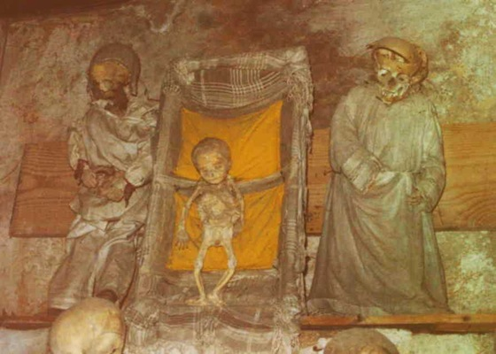 world's bizarre catacombs 38