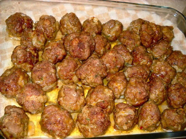 cooked meatballs on paper towel