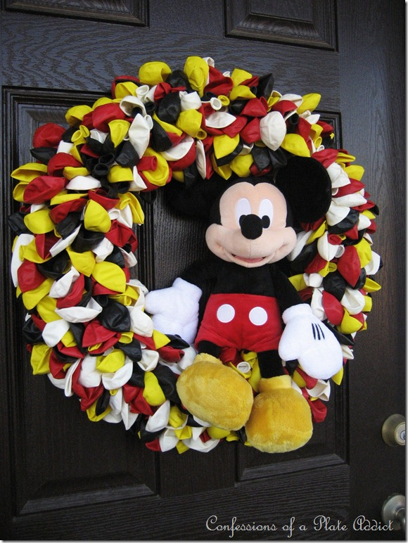 CONFESSIONS OF A PLATE ADDICT Mickey Mouse Balloon Wreath