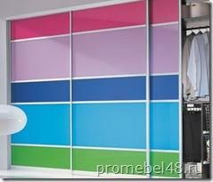 шкаф купе с цветными дверями
