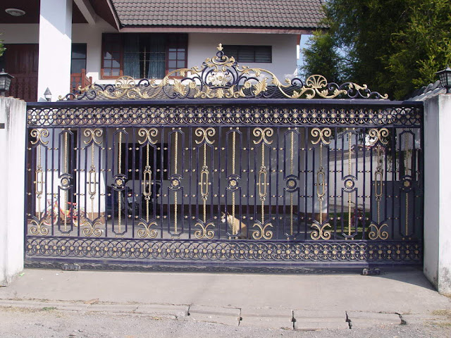 Iron gates design gallery 10 images kerala home design - Sliding main gate design for home ...
