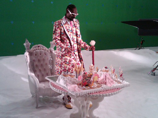 On the set of Kary Perry's 'California gurls' | Photo