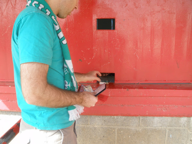 קופות הכרטיסים בכניסה למגרש בני לוד