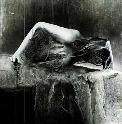 Resultado de imagem para mulher gotica morta