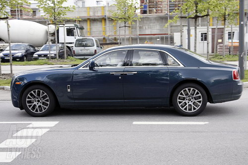 "Rolls Royce: paparazzi have again found the ""Ghost"" trace"