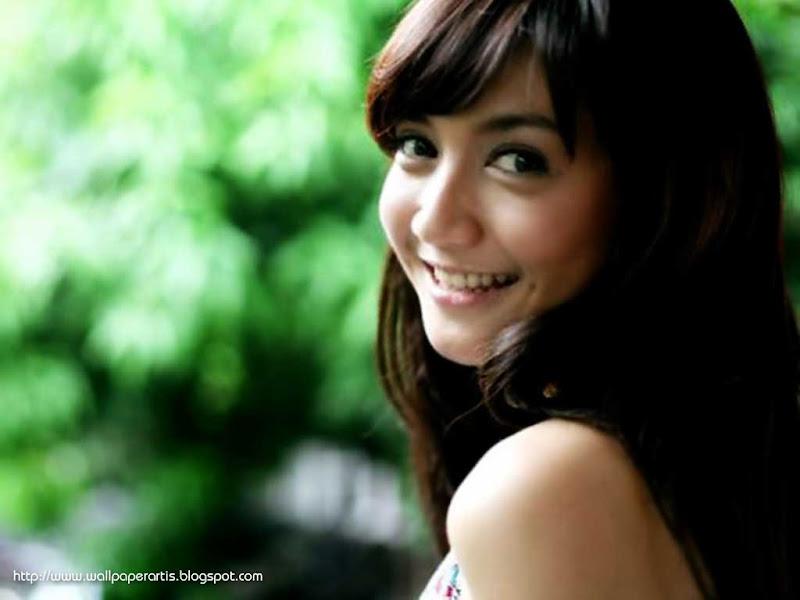Koleksi Foto Wiwid Gunawan: Foto Hot Seksi Artis Wiwid Gunawan Di Majalah Fhm