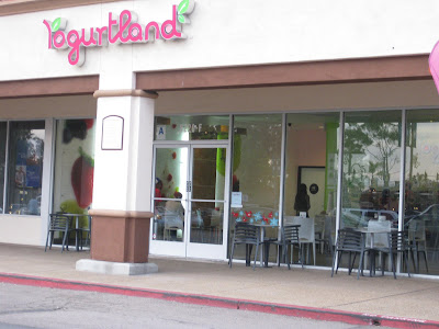 Yogurtland Hello Kitty promotion