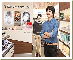 Song Joong Ki posing inside TonyMoly store at Bugis Junction