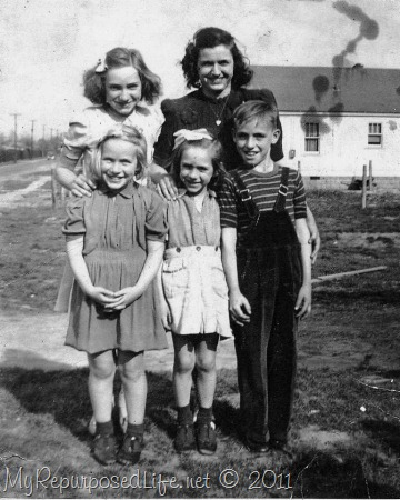 Jean, Mae, Pauline, Dots, Paul Harrison Hoodlums 1940