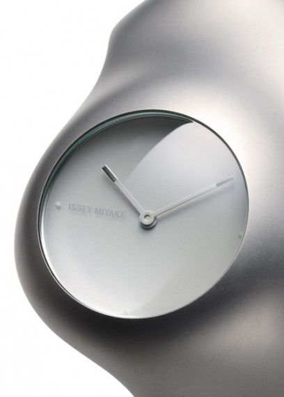 The clockwork received by crossing of industrial design with the Japanese vision