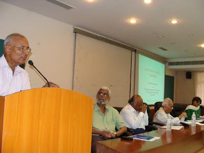 L-R: Ex-IG S R Darapuri (speaking), Hyderabad lawyer Shafiq Mahajir, Ahmedabad lawyer Mukul Sinha, Justice Rajendra Sachar, Kavita Srivastava