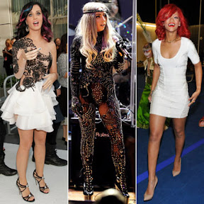 lady-gaga-katy-perry-and-rihanna-text-about-their-outfits