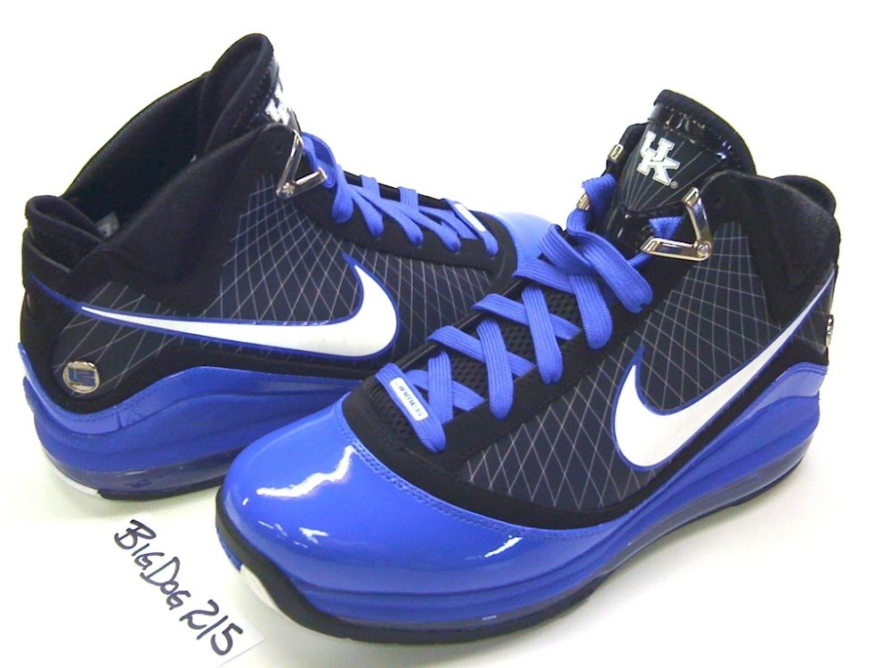 a42fc69388a4 ... Nike Air Max LeBron VII 7 Kentucky Wildcats Player Exclusive ...