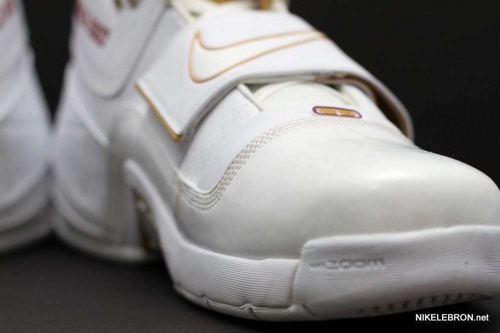 369d68d6b13a9 ... PE Spotlight Nike Zoom Soldier White amp Gold 2007 NBA Finals PE ...
