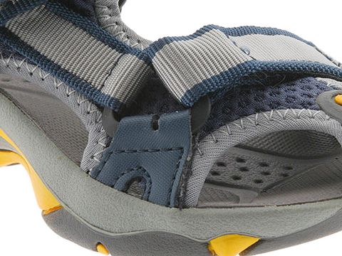 5f37da58c022 Patented Universal Strapping System with hook-and-loop straps and  integrated toe protection. Compression-molded EVA top-sole has padded heel  for comfort