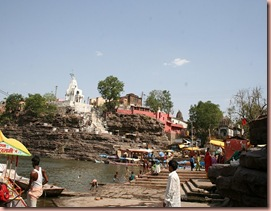 Omkareshwar and Mamalleshwar on either sides of the banks