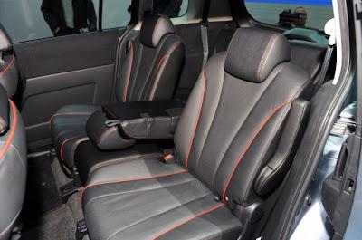 2011 Mazda5-06.jpg