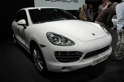 2011 Porsche Cayenne Hybrid and Turbo-05.jpg