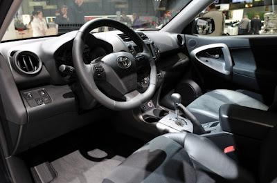 2011 Toyota RAV4-05.jpg