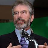 Mirall irlandès Gerry Adams.jpg