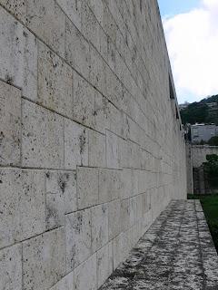 下流側壁面