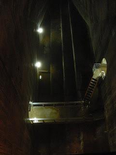入り組んだ堤体内部