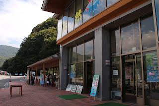 道の駅「湯西川」にある水陸両用バス乗り場