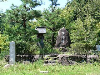 改修碑と水神神社