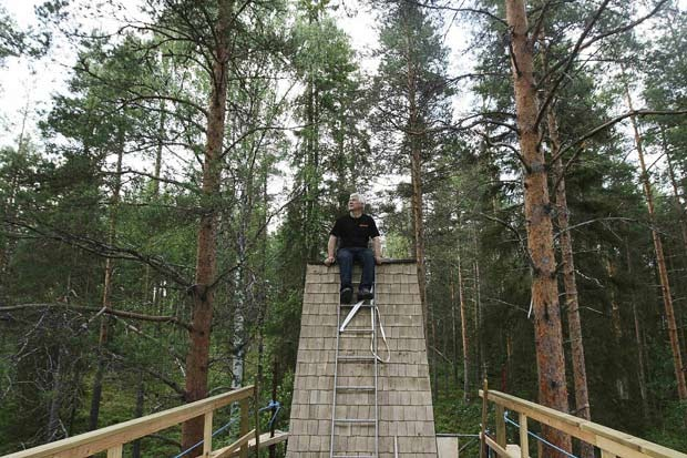 a unique tree hotel in sweden amusing planet. Black Bedroom Furniture Sets. Home Design Ideas