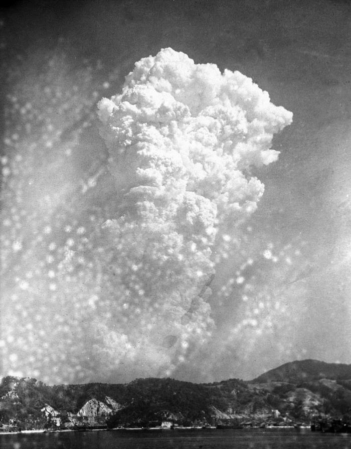 CLOUD OVER HIROSHIMA 1945