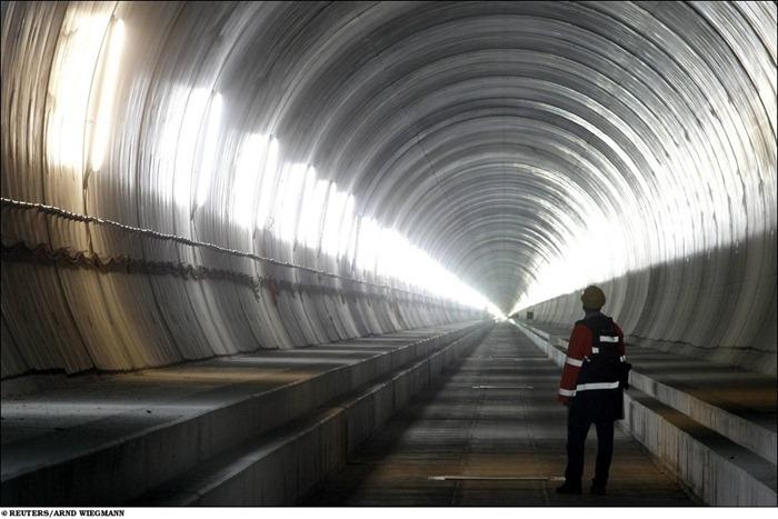 [Image: longest-rail-tunnel%20%282%29%5B2%5D.jpg?imgmax=800]
