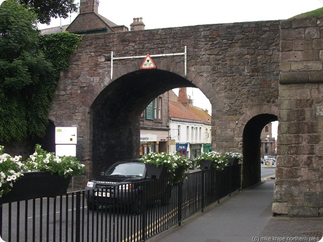 berwick town walls and gate