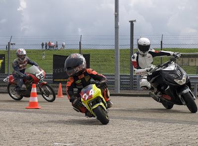 Welp Rizla Racing Day – brommers, scooters en minibikes - Fryske Dagen MS-04