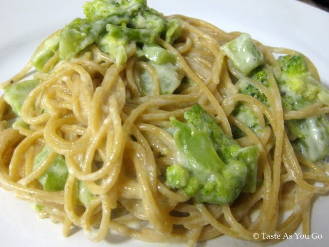 Whole Wheat Spaghetti with Light Alfredo Sauce and Broccoli | Taste As You Go