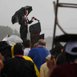Audience members use chairs to shelter from the rain as U.S. President Barack Obama speaks in the pouring rain during a Memorial Day event at the Abraham Lincoln National Cemetery in Elwood, Illinois, May 31, 2010.       REUTERS/Larry Downing  (UNITED STATES - Tags: POLITICS ANNIVERSARY IMAGES OF THE DAY)䌨⪅ᜤ㐓㒬䐋
