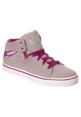 5098e7d6e25 Basta superior - o tênis da Adidas WEST ATITUDE! de cor violeta único.  Adidas trevo no calcanhar. Palmilha  Têxtil Forro  forro têxtil