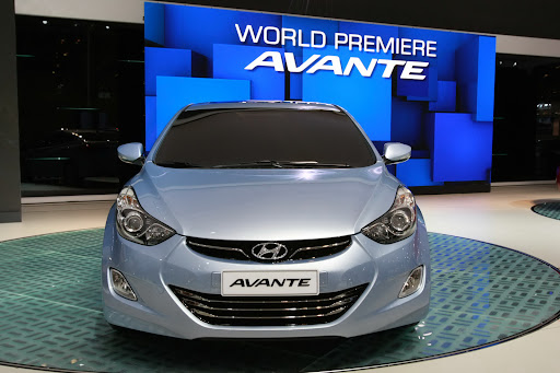 2011-Hyundai-Elantra-8.JPG