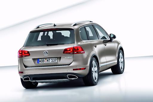2011-Volkswagen-Touareg-2.jpg