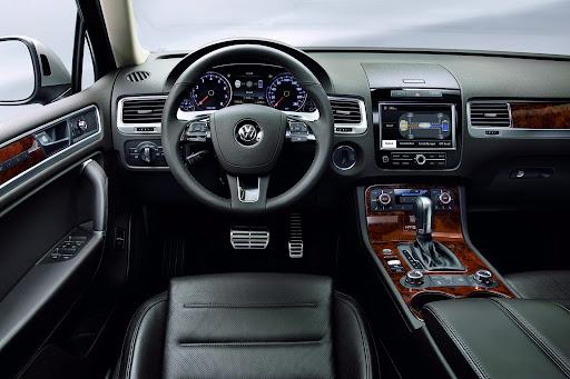 2011-Volkswagen-Touareg-10.jpg