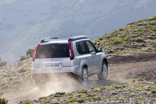 2010-Nissan-X-Trail-16.JPG
