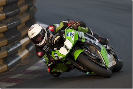 Stuart Easton winning 2010 Macau GP