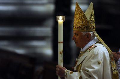 Benedicto XVI en la Vigilia Pascual