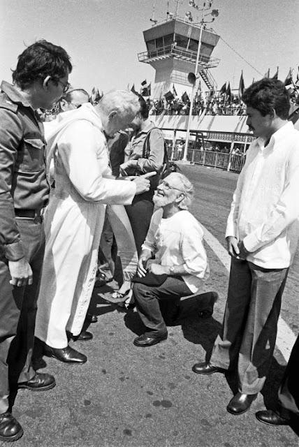 Juan Pablo II corrige a Ernesto Cardenal
